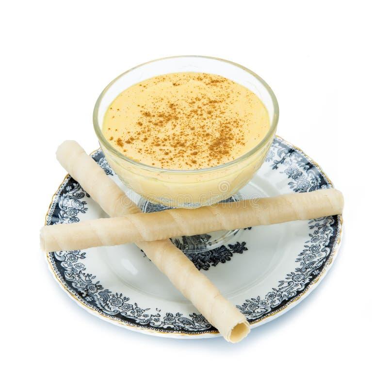 Crème anglaise au-dessus d'un fond blanc images libres de droits