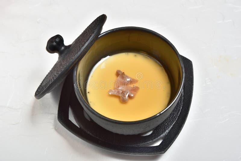 Crème anglaise cuite à la vapeur d'oeufs photos libres de droits