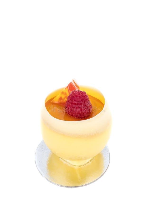 Crème anglaise de citron de crème brulée dans une tasse photographie stock libre de droits