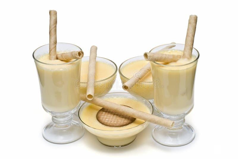 Crème avec des disques pour le dessert. image libre de droits