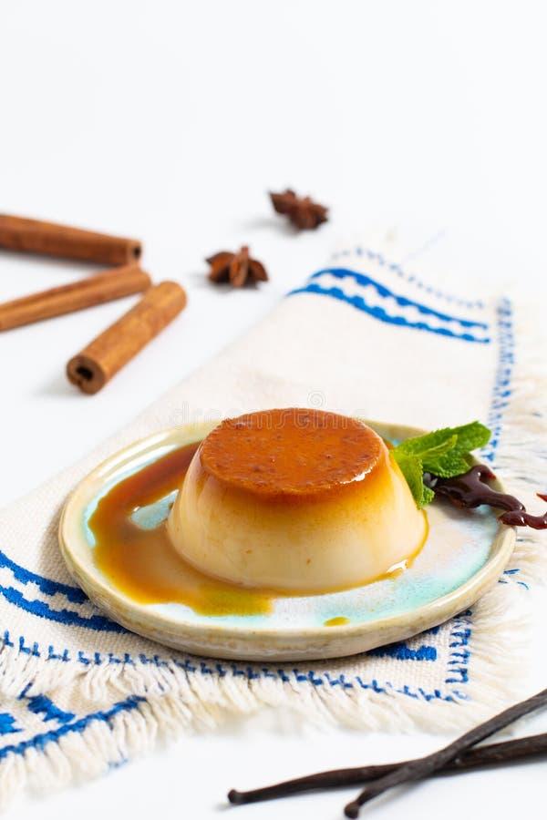 Crème caramel della vaniglia di concetto del dessert dell'alimento o panna casalingo c immagini stock libere da diritti