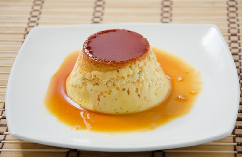 Crème de caramel, pudding de crème, flan d'une monnaie photographie stock
