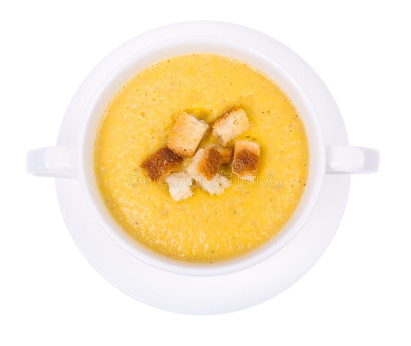 Crème de potage aux légumes avec des biscuits sur le fond blanc, vue supérieure photo stock