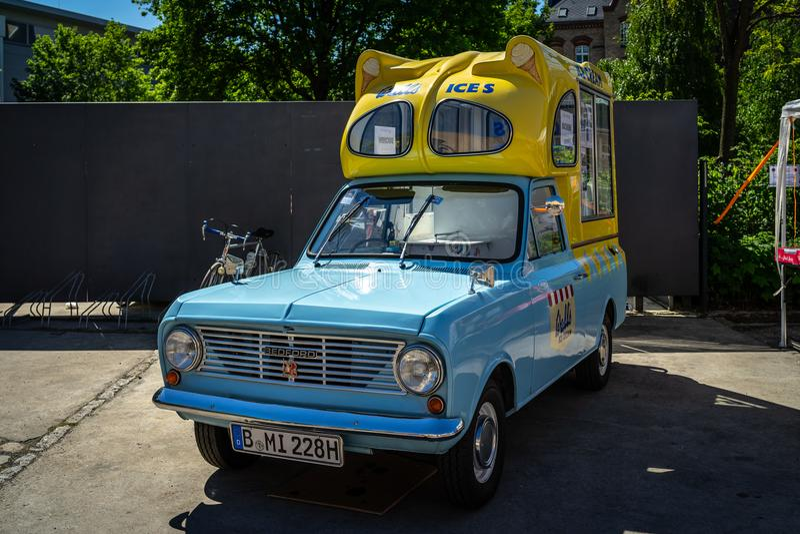 Crème glacée de Bedford Beagle Viva ha Batman Van images libres de droits