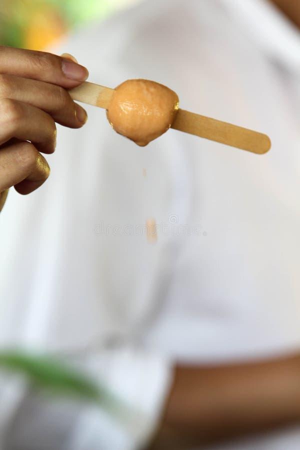 Crème glacée sur bâton en bois photographie stock libre de droits