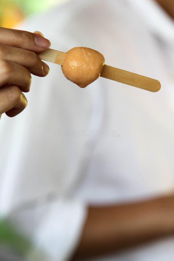 Crème glacée sur bâton en bois image stock