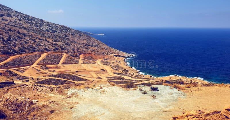 Crètelandschap en blauwe overzees royalty-vrije stock fotografie