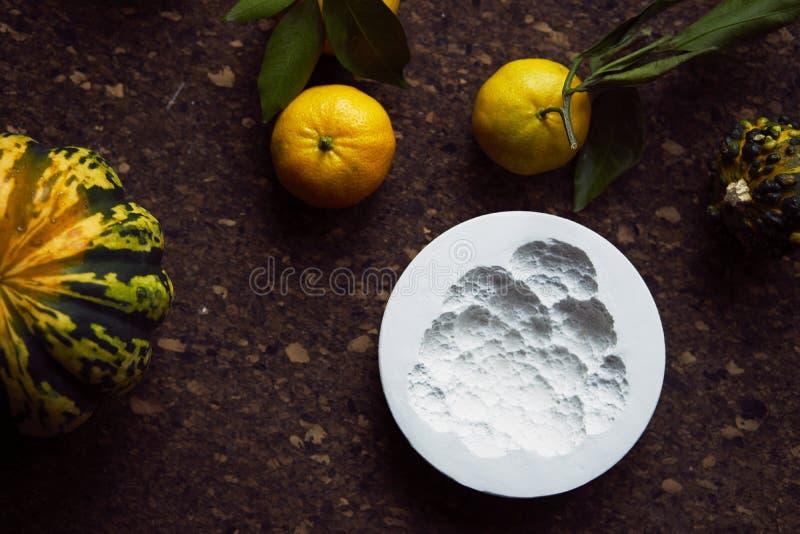 Création d'une empreinte en gypse, créativité d'art appliqué, légumes saisonniers et fruits, style de Provencal photographie stock libre de droits