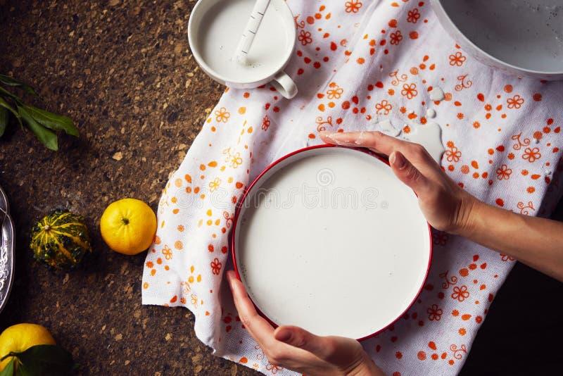 Création d'une empreinte en gypse, créativité d'art appliqué, légumes saisonniers et fruits, style de Provencal photos libres de droits