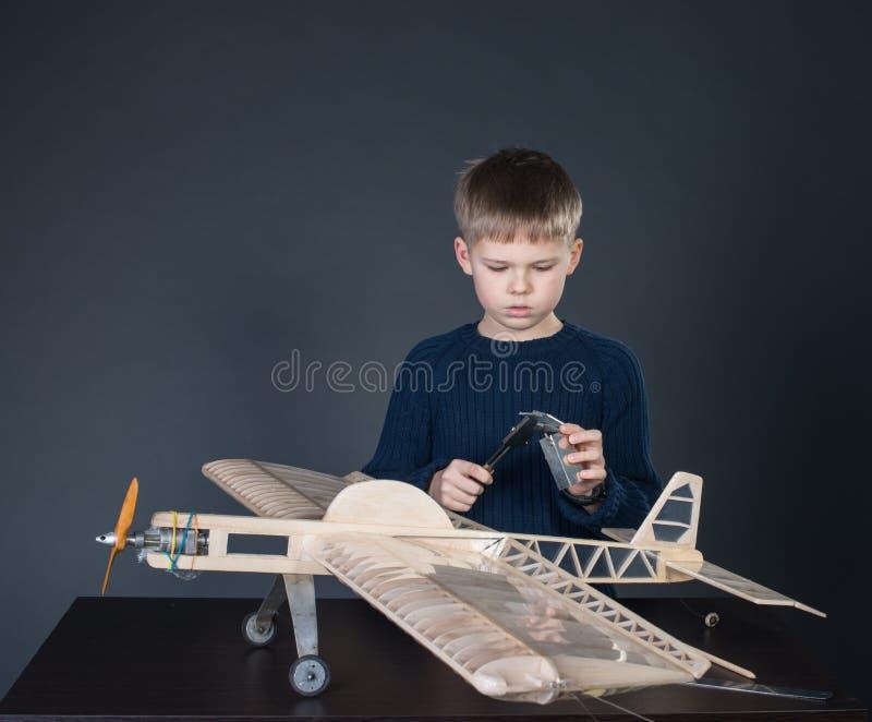 Création de l'avion modèle. Épaisseur de mesure images libres de droits