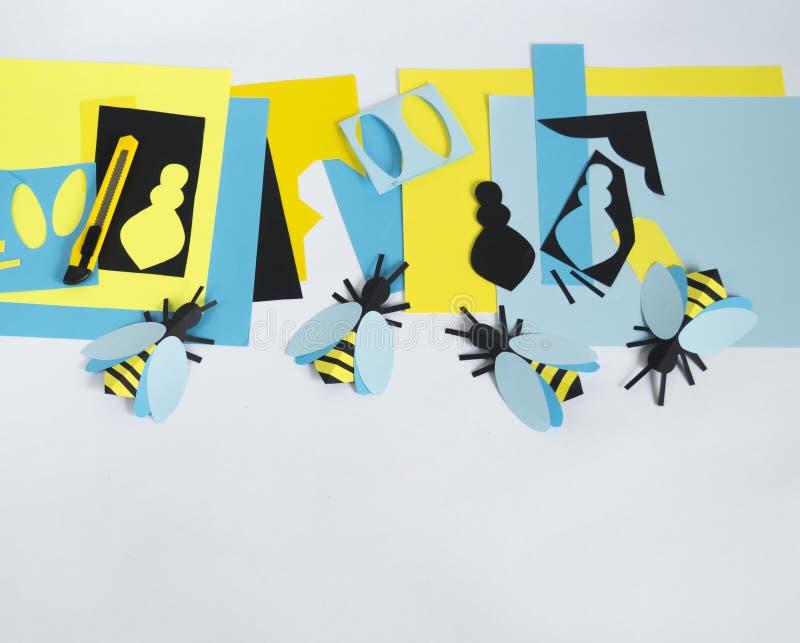 créativité avec des enfants Classe principale sur créer des abeilles de papier photographie stock