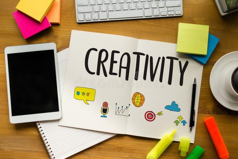 CRÉATIVITÉ processus créatif et d'innovation de conception et I de pensée photos stock