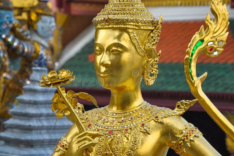 Créature mythique Kinari à Royal Palace à Bangkok photo libre de droits
