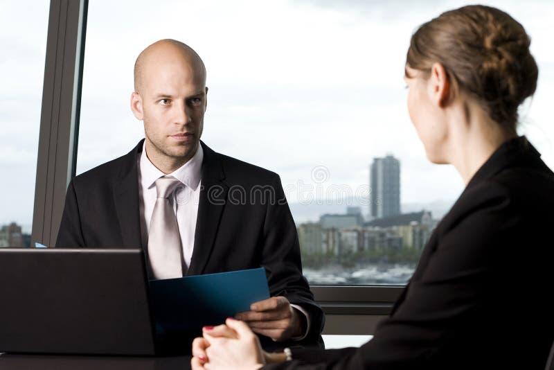Crédito de decisão do banqueiro masculino imagens de stock royalty free