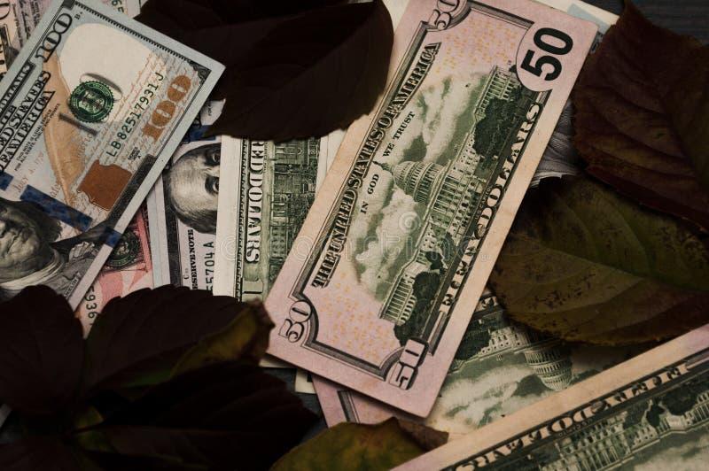 Créditos e sem perda, continuação da carreira Dólares no fundo imagem de stock royalty free