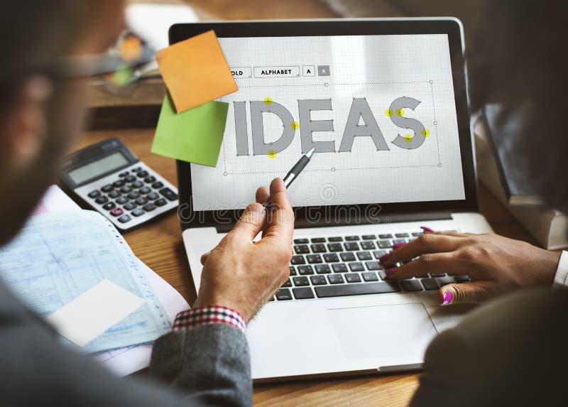 Créez les idées créatives pensant le concept de pensées photos stock