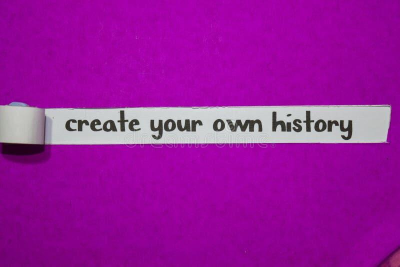 Créez votre propre histoire, concept d'inspiration, de motivation et d'affaires sur le papier déchiré pourpre images stock
