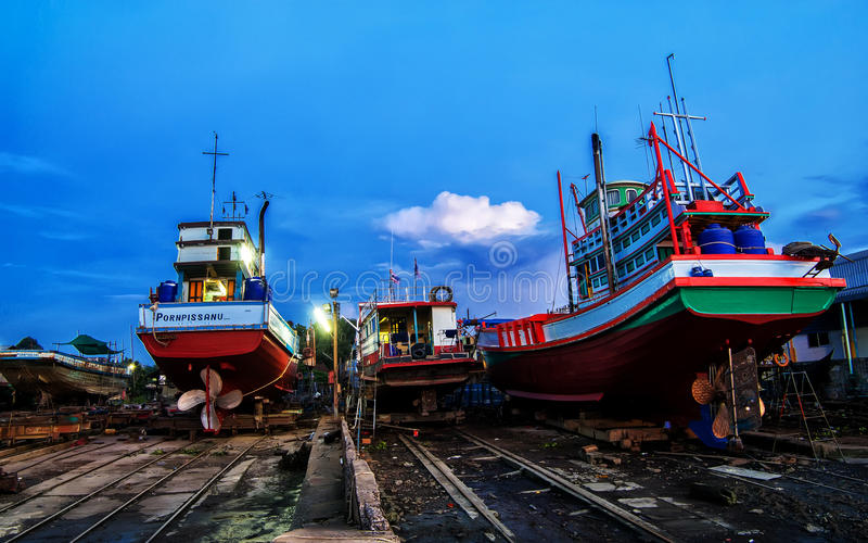 Crépuscule au chantier naval image stock