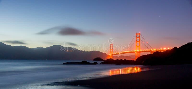 Crépuscule au-dessus de golden gate bridge, San Francisco photographie stock libre de droits