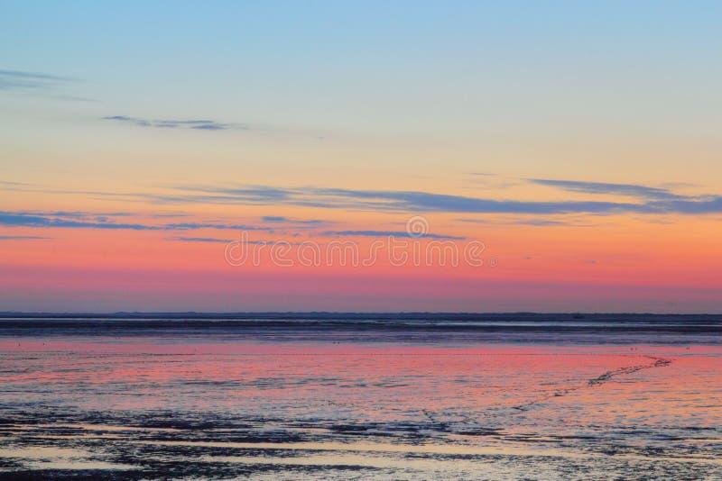 Crépuscule au-dessus de mudflat photo libre de droits