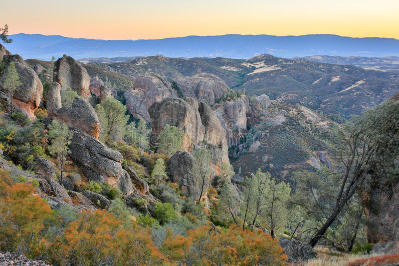 Crépuscule au-dessus des sommets parc national, la Californie, Etats-Unis photographie stock