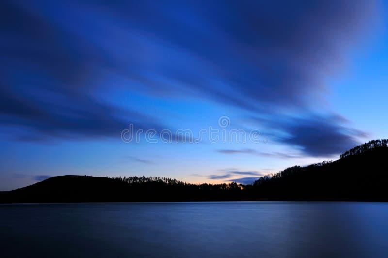 Crépuscule au lac Tikitapu photo stock
