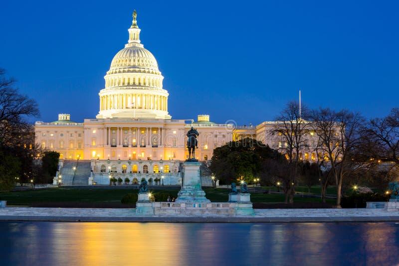Crépuscule de bâtiment de capitol des USA photographie stock