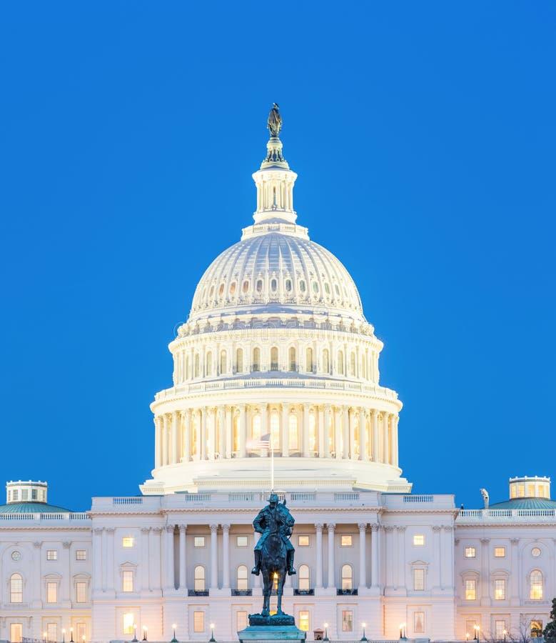 Crépuscule de bâtiment de capitol des USA images stock