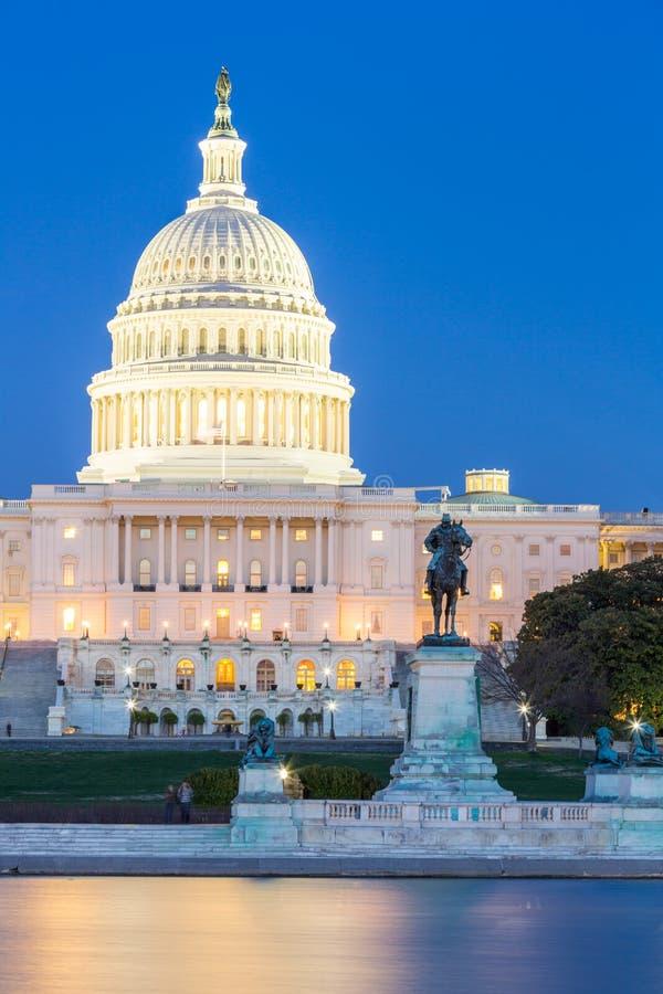 Crépuscule de bâtiment de capitol des USA photos stock