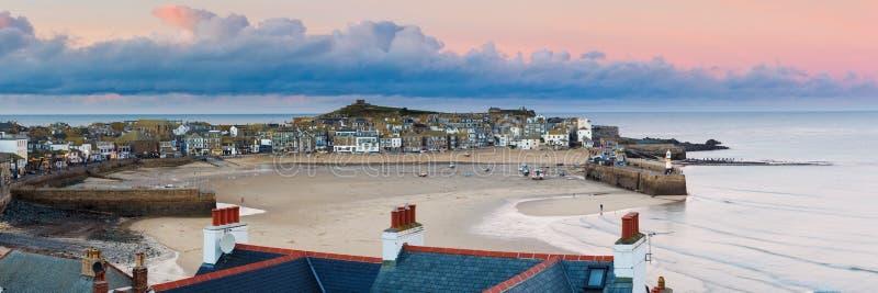 Crépuscule donnant sur St Ives Cornwall images libres de droits