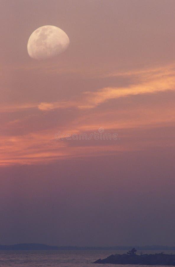 Crépuscule et lune images libres de droits