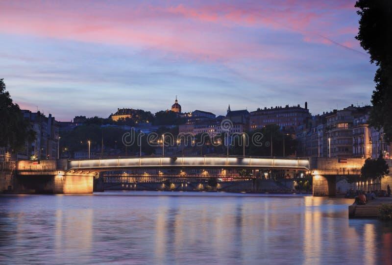 Crépuscule rose au-dessus de Lyon image stock