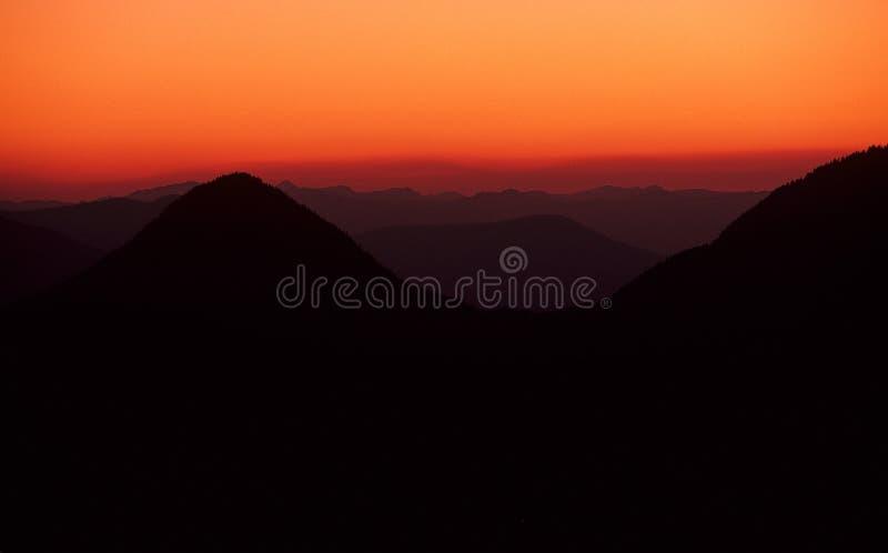 Crépuscule sur la chaîne de Tatoosh photo stock