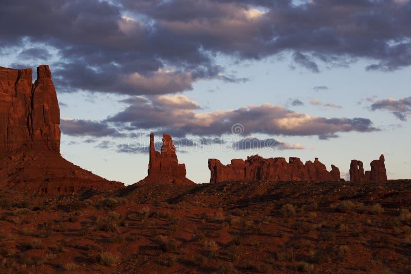Crépuscule, vallée de monument, Utah images libres de droits