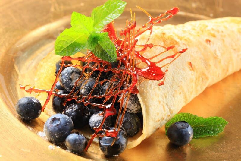 Crêpe avec les myrtilles fraîches photo libre de droits