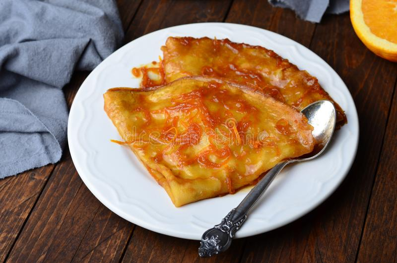 Crêpe Suzette, crêpes avec de la sauce orange photo stock