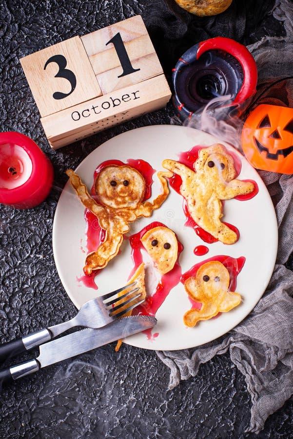 Crêpes créatives de fantôme de festin de Halloween photo libre de droits