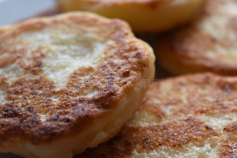 Crêpes d'or de fromage blanc de Brown image libre de droits