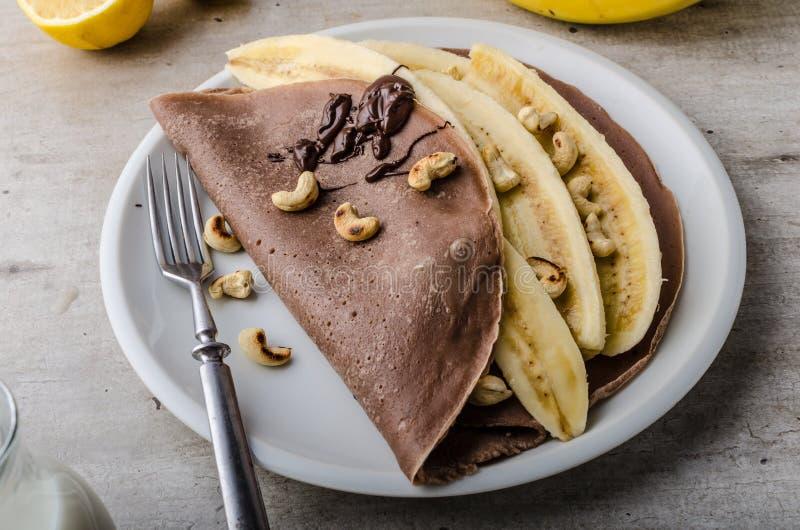 Crêpes de chocolat avec la banane photos libres de droits