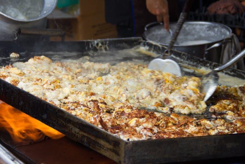 Crêpes de moule ou omelette frites d'huître photographie stock libre de droits