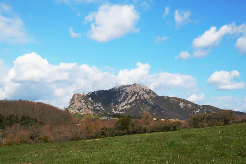 Crête de Bugarach dans le Corbieres, France photographie stock libre de droits