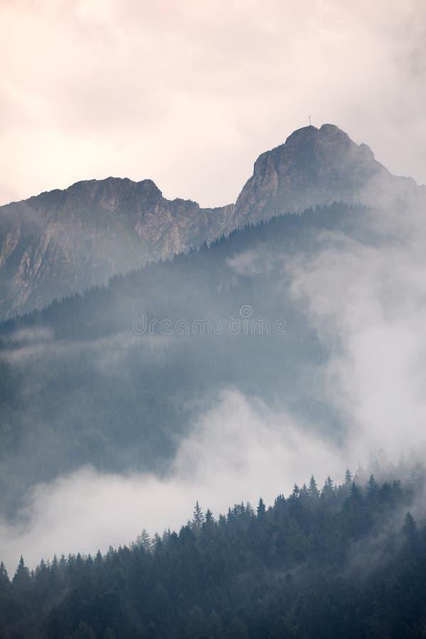 Crête de Giewont en montagnes de Tatra images libres de droits