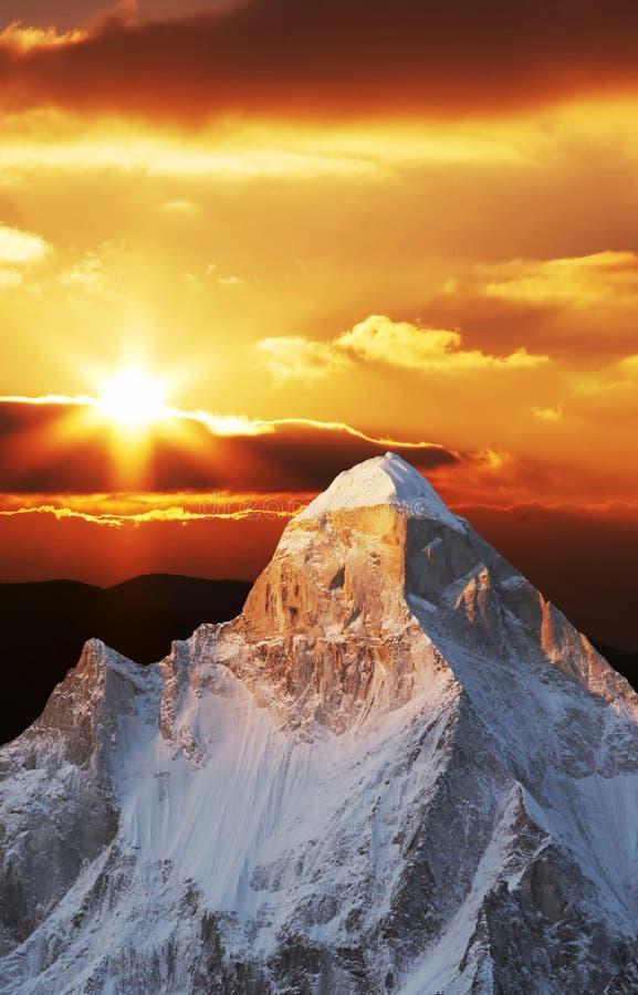 Crête de Shivling sur le coucher du soleil photographie stock
