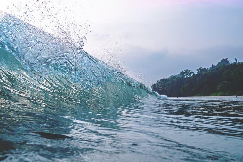 Crête de vague crêtes et crêtes d'une vague photo libre de droits