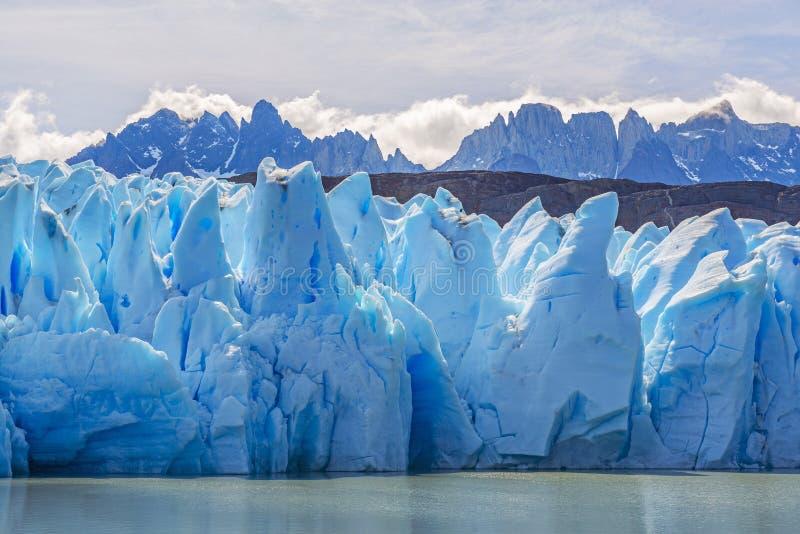 Cr?tes de Grey Glacier et de montagne des Andes, Patagonia, Chili images libres de droits
