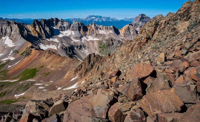 Crêtes de montagne de haute altitude au-dessus de 13.000 pieds de Wilson Group dans le paysage du Colorado de fond images stock