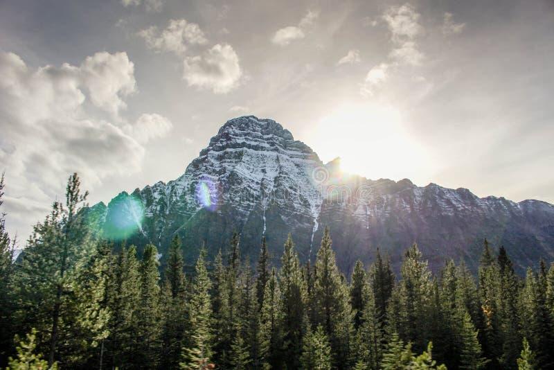 Crêtes de montagne en Alberta Canada photographie stock libre de droits