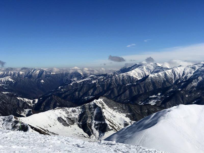 Crêtes de neige de la Géorgie Les montagnes images libres de droits
