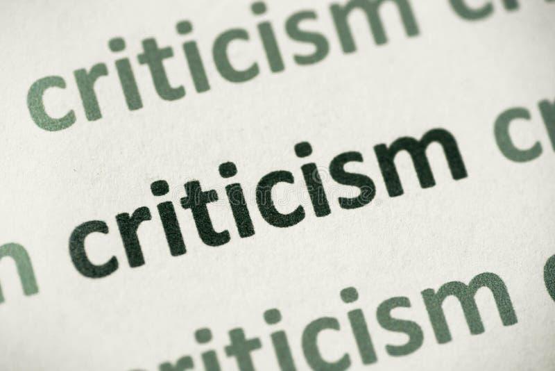 Críticas de la palabra impresas en la macro de papel foto de archivo libre de regalías