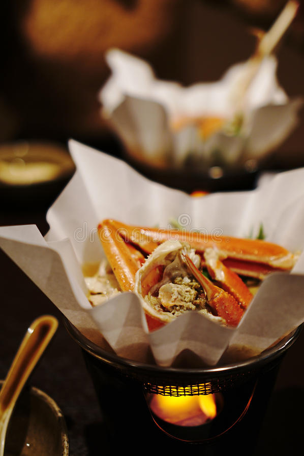 Crabe délicieux cuit dans un pot de papier image libre de droits
